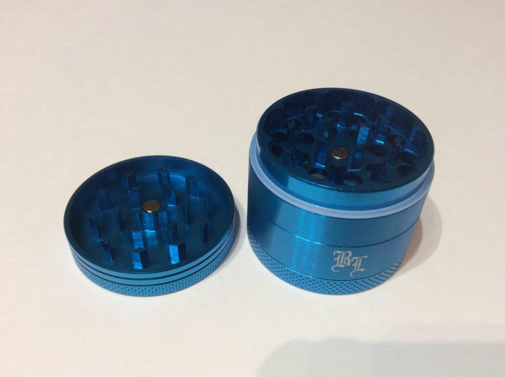 black leaf grinder bleu